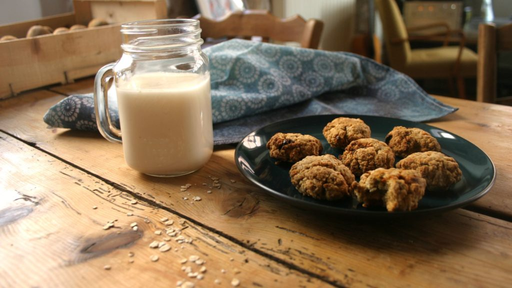 Recettes anti-gaspi : lait d'avoine maison + cookies salés d'okara