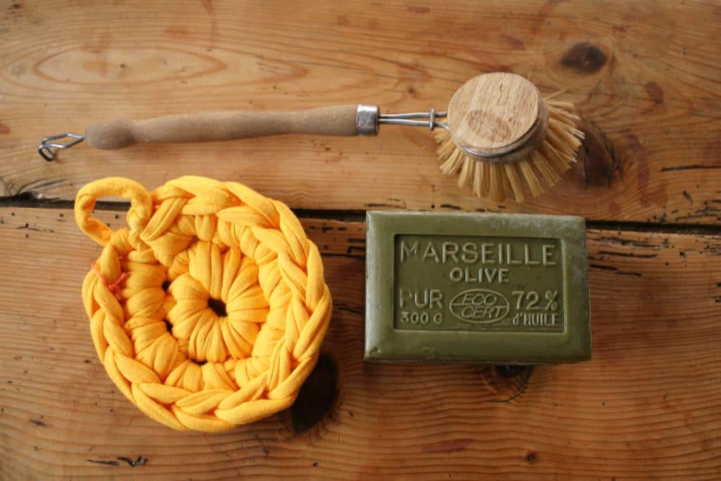 Zéro déchet dans la cuisine : savons de Marseille et tawashi