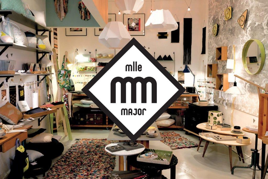 Intérieur de la boutique Mademoiselle Major avec de nombreux créateurs lcoaux